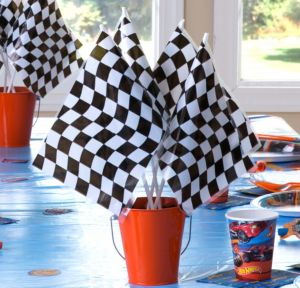 Hot Wheels Flag and Pail Centerpiece Kit