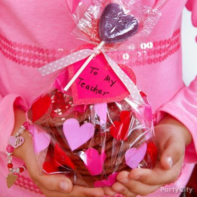 Valentine's Day Classroom Cookie Favors Idea