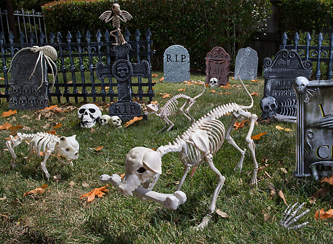 cemetery decorating inspiration - Outdoor Halloween Party