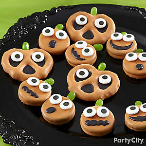 Friendly Candy Dipped Pumpkin Pretzel & Cookies How To