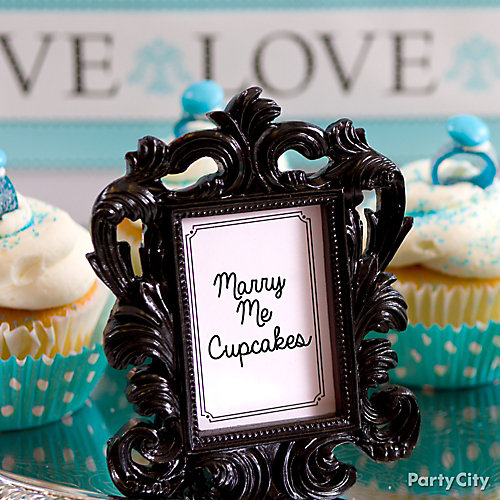 Candy Buffet Photo Frame Labels Idea