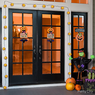 Pumpkin Lights Door Decorating Idea