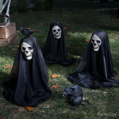Haunted Heads Yard Idea