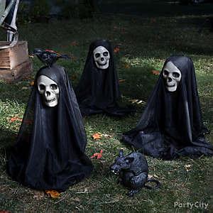 Haunted Heads Yard Idea