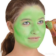 Apply green makeup