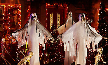 haunted house halloween decorations - Halloween Decoration Themes