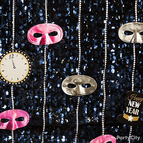 NYE Mask and Beads Garland DIY