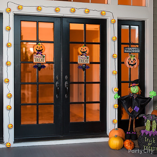 Pumpkin Lights Door Decorating Idea